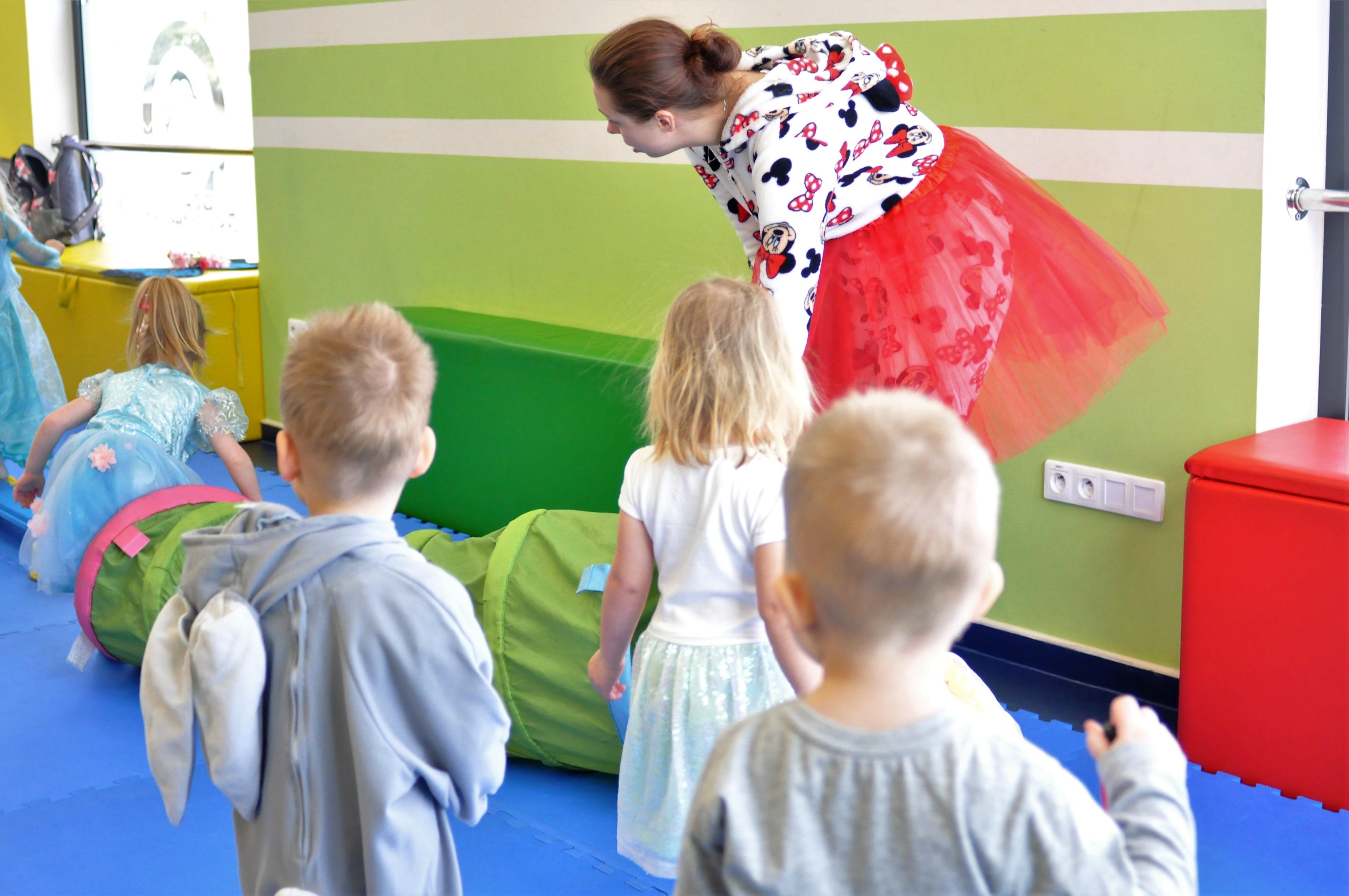 1809be6d40e2d2 Jeśli Twoje dziecko przygotowuje się do pójścia do przedszkola zapraszamy  Was na zajęcia przed-przedszkolne. Jest to cykl zajęć  adaptacyjno-edukacyjnych ...